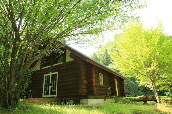 平成自然公園内のログハウス