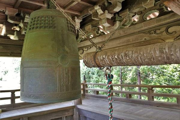高澤観音境内にある鐘