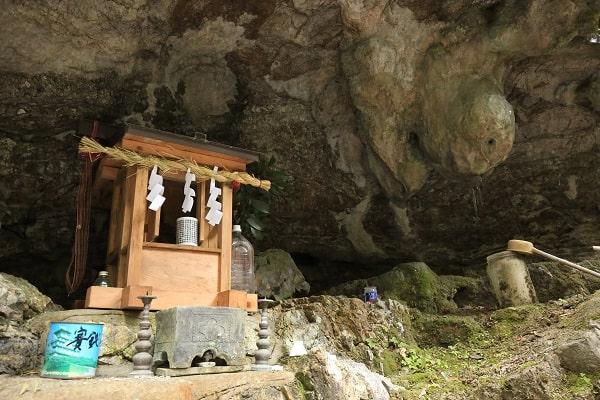 乳岩神社の神棚と乳岩