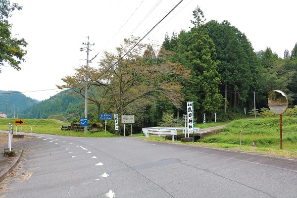 乳岩神社へのアクセス