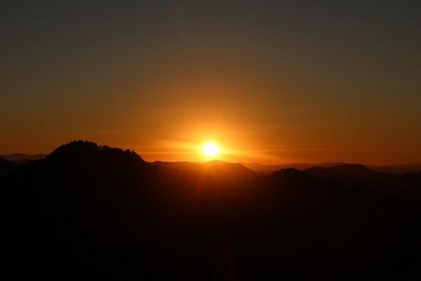 平成の山(平洞)から撮影した日の出