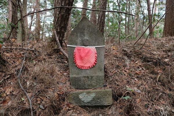 高澤古道に立ち並ぶ石仏